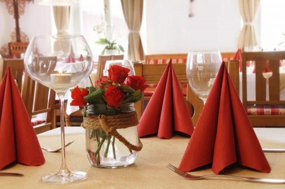 Hotel & Gasthof Krone Zusmarshausen Restaurant Tischdeko